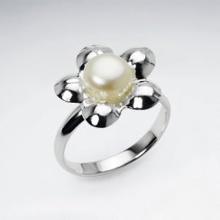 Charming Polished Silver Pearl in Flower Design Ring
