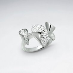 Elaborate Fanned Lines Contemporary Silver Ring